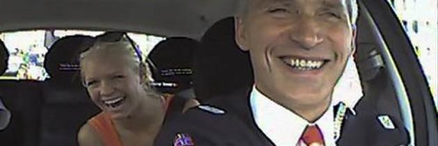 """Noruega: Primeiro-ministro dirige táxi para """"ouvir o povo"""""""